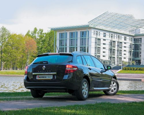 Renault Laguna Estate III. Фото Игоря Кузнецова, 5 колесо.