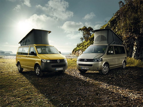"""Забраться в """"палатку"""" на крыше VW California можно только через специальный люк в передней части салона"""