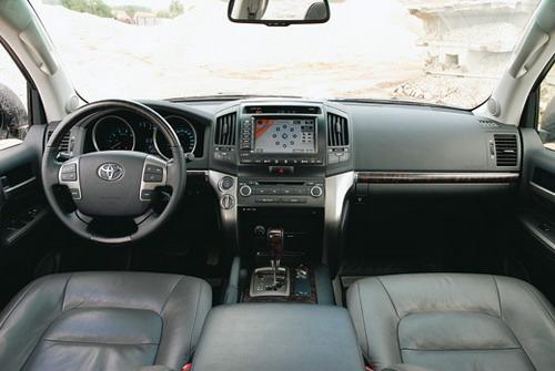 Toyota Land Cruiser 200. Фото Александра Страхова-Баранова с сайта media.club4x4.ru.