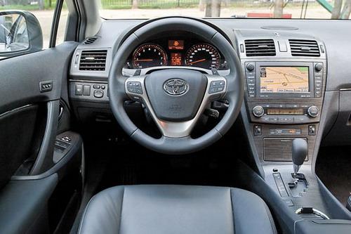 Toyota Avensis. Фото Яна Сегала с сайта whatcar.ru