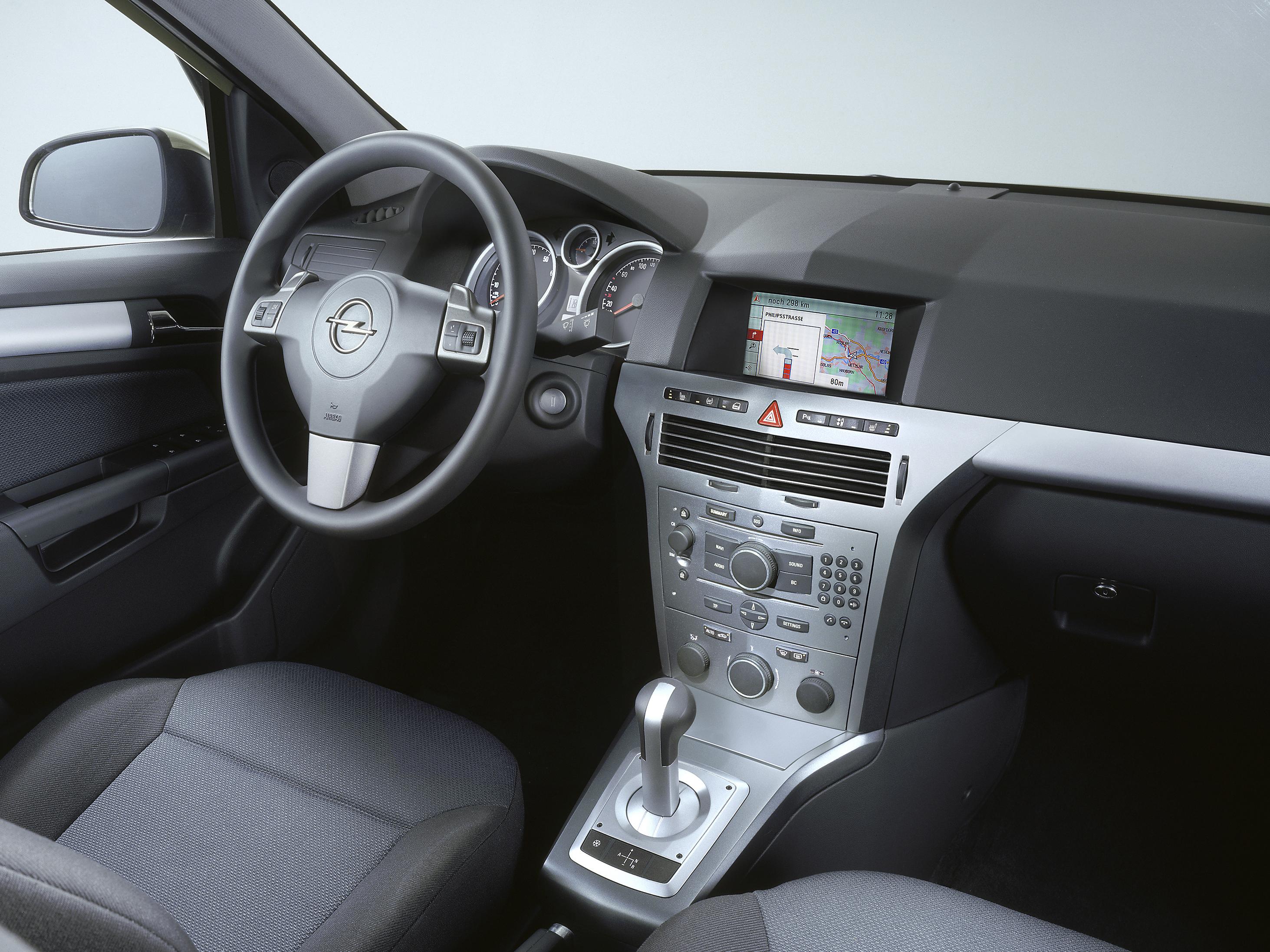 Opel Astra GTC 1. 6. Посмотреть полный размер фото.