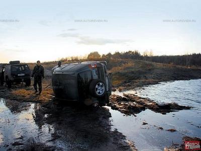Перевернутая Chevrolet Niva. Фото Романа Тарасенко с сайта autoreview.ru