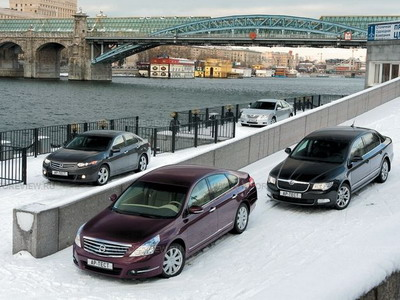 Nissan Teana, Honda Accord, Skoda Superb и Toyota Camry. Фото Степана Шумахера с сайта autoreview.ru