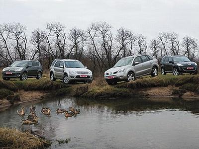 Citroen C-Crosser, Ford Escape, Renault Koleos и Peugeot 4007. Фото Сергея Гавриленко с сайта whatcar.ru