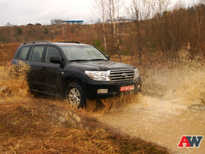 Toyota Land Cruiser 200. Фото Романа Мартынова и Дарьи Сорокиной с сайта AutoWeek.ru