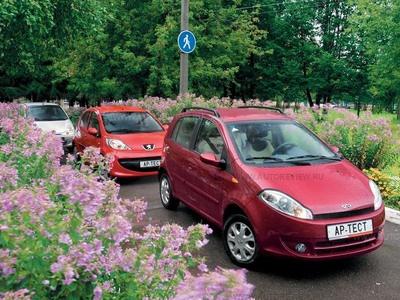 Chery Kimo, Daewoo Matiz и Peugeot 107. Фото Степана Шумахера с сайта autoreview.ru.