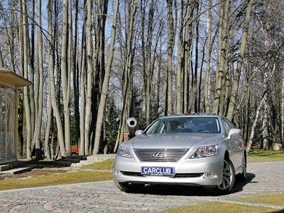 Lexus LS 460. Фото с сайта CarClub.ru