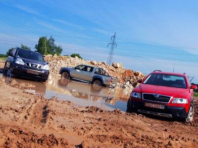 Nissan X-Trail, Mazda BT-50 и Skoda Octavia Scout. Фото Романа Мартынова с сайта autoweek.ru.