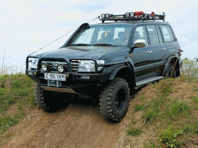Toyota Land Cruiser 105. Фото Александра Страхова-Баранова с сайта media.club4x4.ru.
