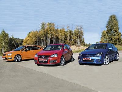 Ford Focus ST, Volkswagen Golf GTI и Opel Astra OPC. Фото с сайта whatcar.ru.