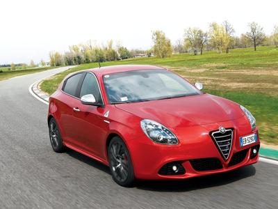 Alfa Romeo Giulietta. Фото Сергея Знаемского и компании Alfa Romeo с сайта autoreview.ru