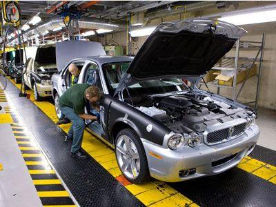 Сборочная линия Jaguar. Фото с сайта automobilemag.com