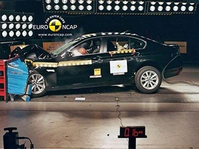 Краш-тест BMW 5-Series. Фото Euro NCAP
