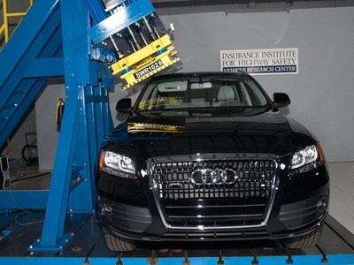 Audi Q5. Фото Insurance Institute for Highway Safety