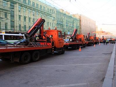 Эвакуаторы на Тверской. Фото Ленты.ру