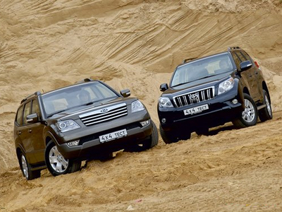 KIA Mohave и Toyota Land Cruiser Prado. Фото Александра Страхова-Баранова с сайта media.club4x4.ru