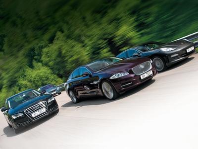 Audi A8, BMW 550i GT, Jaguar XJ и Porsche Panamera S. Фото Степана Шумахера с сайта autoreview.ru