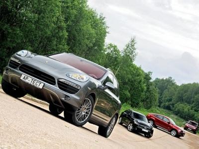 Porsche Cayenne S, Infiniti FX50, BMW X6 xDrive50i и Range Rover Sport Supercharged. Фото Степана Шумахера с сайта autoreview.ru