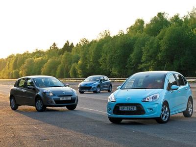 Renault Clio, Peugeot 207 и Citroen C3. Фото Степана Шумахера с сайта autoreview.ru