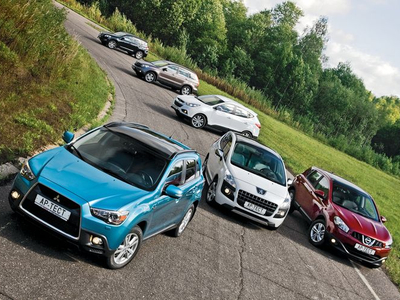 Mitsubishi ASX, Peugeot 3008, Nissan Qashqai, Hyundai ix35, Honda CR-V и Toyota RAV4. Фото Степана Шумахера с сайта autoreview.ru