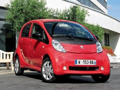 Peugeot iOn. Фото Сергея Знаемского и компаний Peugeot и Mitsubishi с сайта autoreview.ru
