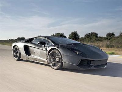 Закамуфлированный тестовый прототип Lamborghini Aventador LP700-4. Фото с сайта autoblog.it