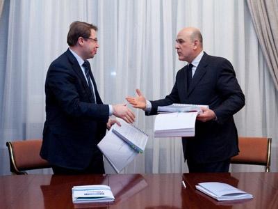 А.Гурко и С.Козырев подписывают договор. Фото пресс-службы НИС ГЛОНАСС