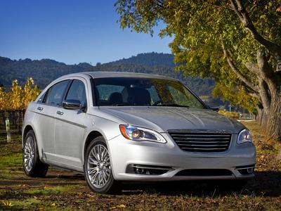 Chrysler 200. Фото Chrysler