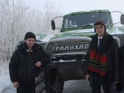 Конструктор Константин Смурыгин слева.