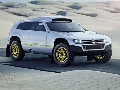 """Дорожная версия """"дакаровского"""" VW Race Touareg. Иллюстрации Volkswagen"""