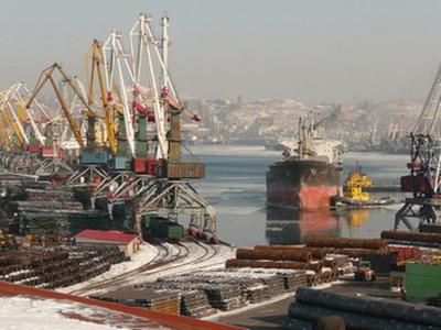 Владивостокский морской торговый порт. Фото с сайта vmtp.ru
