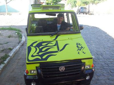 Орисмар де Суза в своем автомобиле. Фото с сайта japancr.ru