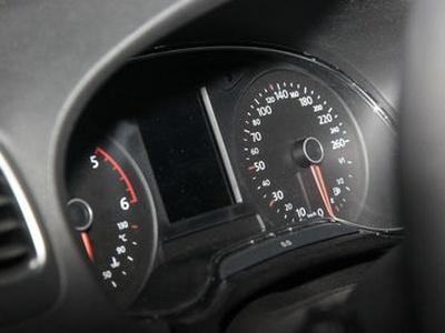 Приборная панель нового VW Golf. Фото с сайта autoexpress.co.uk