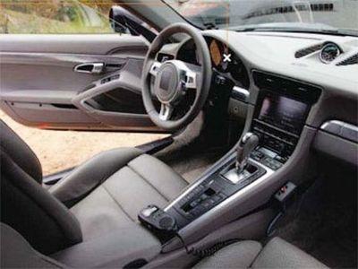 Интерьер Porsche 911 нового поколения. Фото из журнала Car and Driver