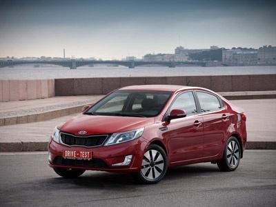 У 2011 KIA планує зібрати в Кам'янці 20 тис седанів Rio, продати 15 тис (з них 1000 піде в СНД).  Тираж на 12 узгоджується з Hyundai.  Фото Drive.ru і KIA