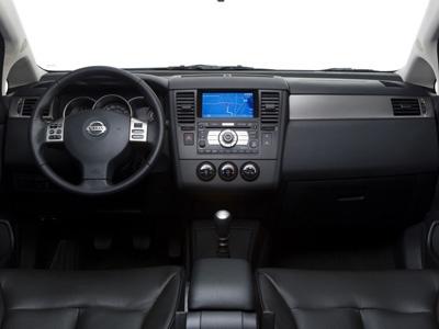 Nissan может отозвать 100 тысяч Versa