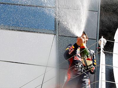 Марк Уэббер на подиуме Гран При Великобритании