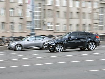 BMW X6 на Большом Каменном мосту в Москве
