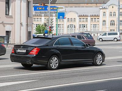 Автомобиль с «мигалкой» в Москве