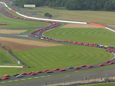 Ferrari на гоночной трассе