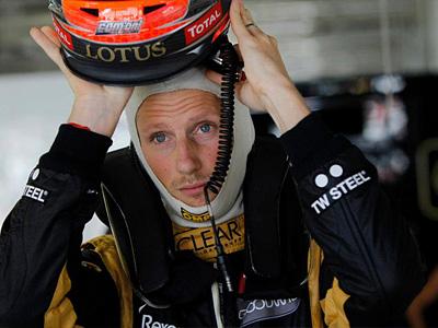 Роман Грожан в боксах Lotus F1 на Гран При Японии