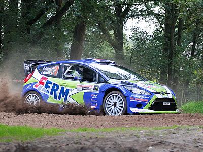 Гоночная машина Ford Fiesta на голландском этапа WRC
