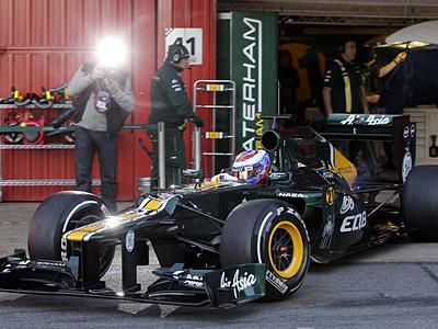 Виталий за рулем болида Caterham CT01 на тестах в Барселоне