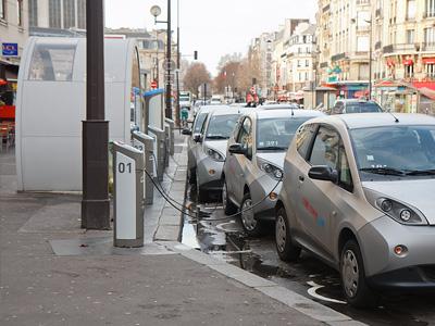 Точка подзарядки электромобилей в Париже