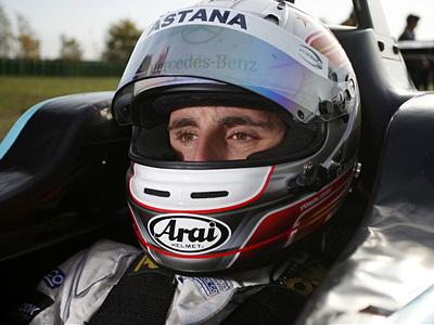Даниэль Хункаделла за рулем болида Формулы-3