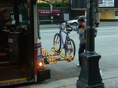 Конструкция крепления велосипеда к автобусу в Ганновере, Канада