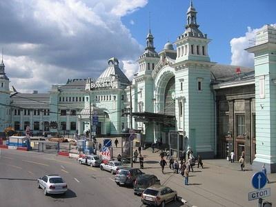 Парковка возле Белорусского вокзала в Москве