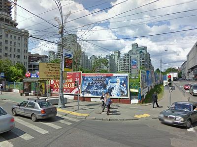 Пустырь в центре Москвы на углу Краснопролетарской улицы и Оружейного переулка