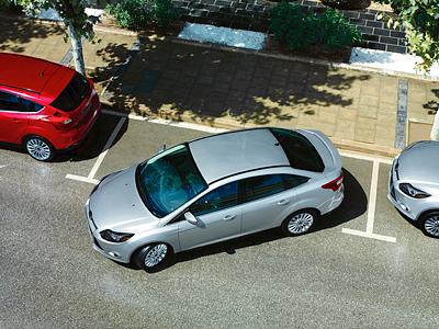 Ford Focus на парковке