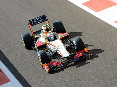 Нараин Картикеян за рулем болида F112 на трассе в Абу-Даби